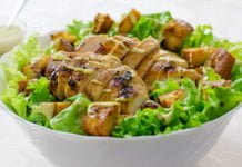 Salata Caesar cu pui