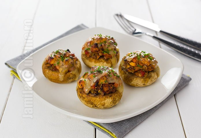 Ciuperci umplute cu pui si legume