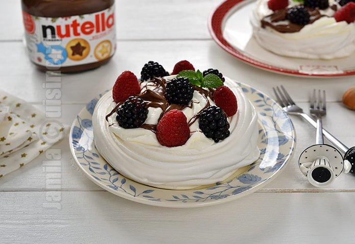Mini pavlova cu Nutella si fructe