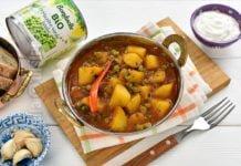 Tocanita indiana cu cartofi si mazare
