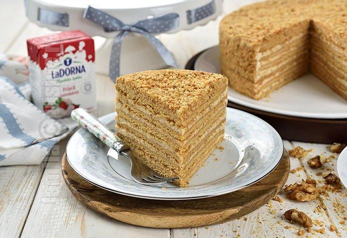 Tort Marlenka cu nuca si caramel