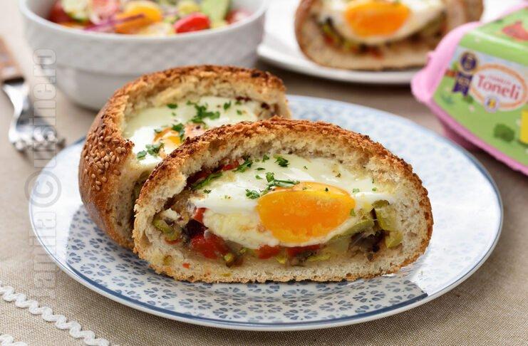 Chifle umplute cu oua si legume la cuptor