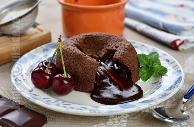Lava cake cu inima de ciocolata cu lapte