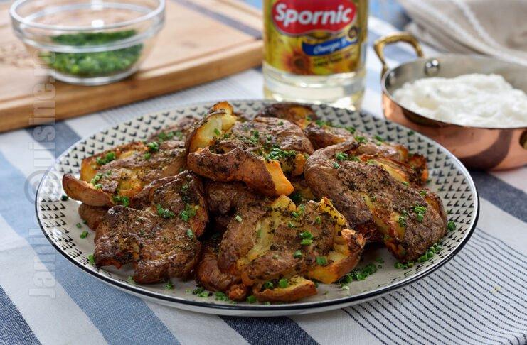 Cartofi crocanti cu sos de usturoi